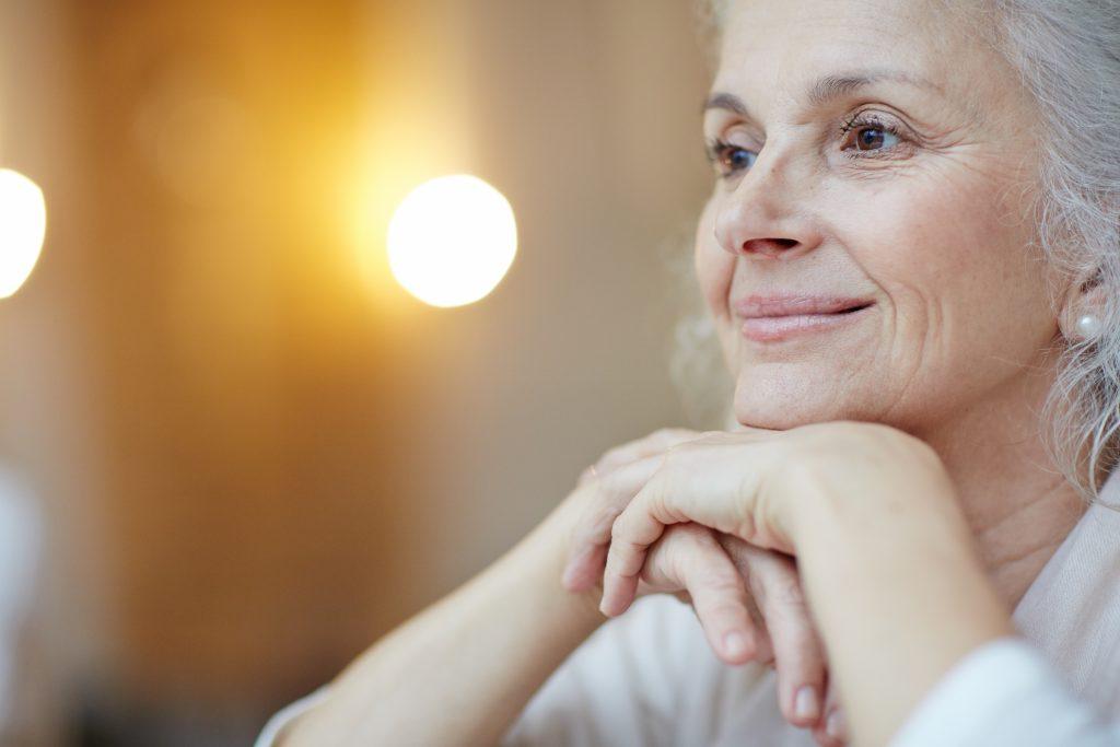 persona de avanzada edad relajada