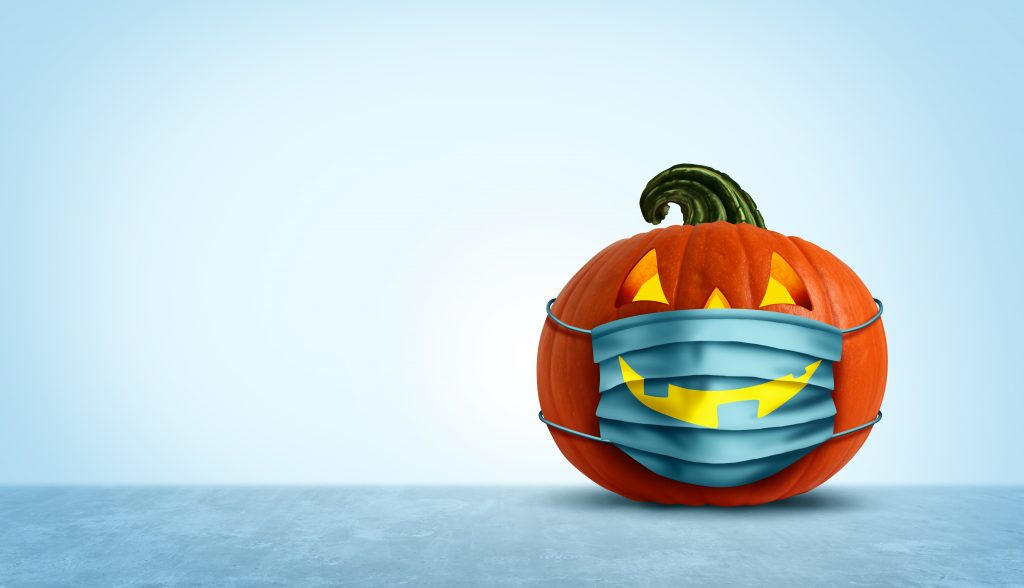 calabaza de halloween con mascarilla